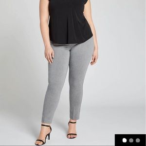 Power Pockets Sexy Stretch Ankle Pants NWT